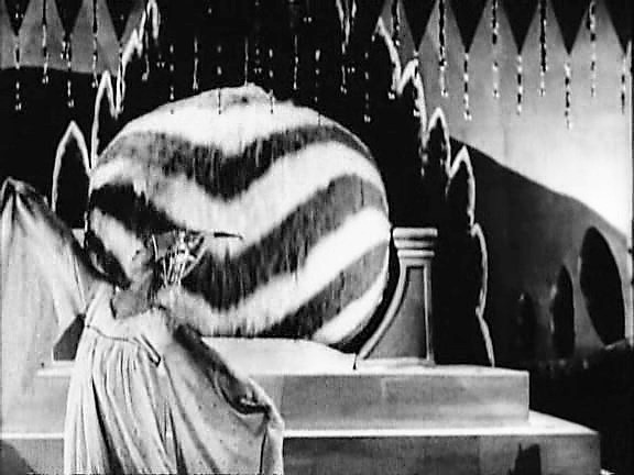 A.Page.of.Madness.1926.XviD.avi_snapshot_02.54.459 (2)
